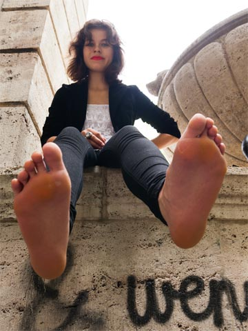 feet model giantess miez